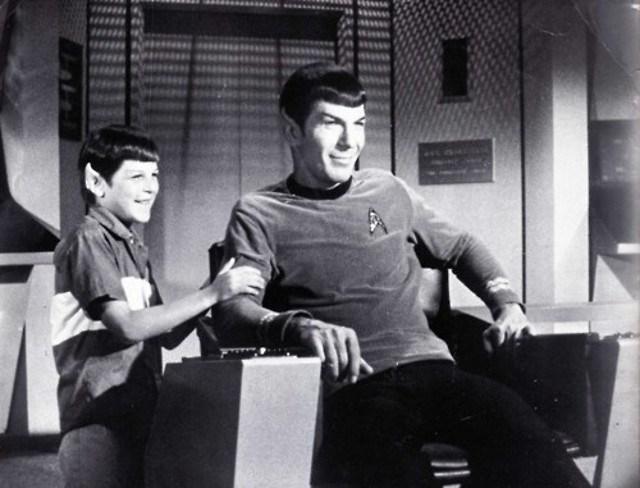 Mr. Spock de Star Trek con su hijo, padres originales y frikis