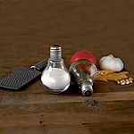 Light Bulb Salt and Pepper Shaker Set