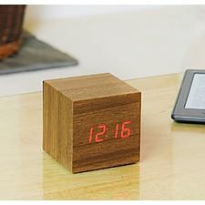 """Reloj Despertador """"Cube Click Clock"""" Nogal"""