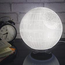 Lámpara con forma de Estrella de la Muerte