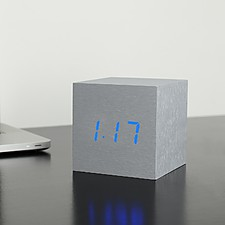 "Reloj Despertador ""Cube Click Clock"" Aluminio"