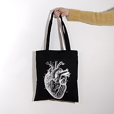 Tote bag con un corazón anatómico