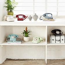 Teléfono retro estilo años setenta con disco de marcar