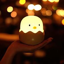Luz de noche con forma de pollito en el cascarón