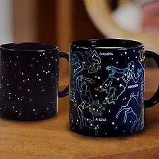 Taza con constelaciones que cambia de color