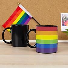 Taza que cambia de color con la bandera LGBT