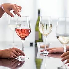 Copa de vino con escala musical