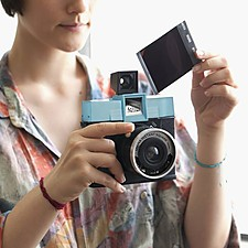 Cámara de fotos instantánea Diana Instant Square