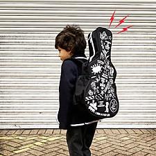 Mochila con forma de funda de guitarra