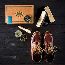 Kit para limpiar zapatos en caja de puros