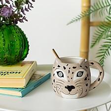 Taza con forma de leopardo