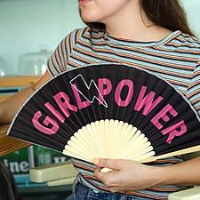 Abanico original con mensaje Girl Power