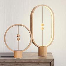 Heng: la lámpara de equilibrio de madera