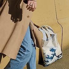 Bolsas de tela reutilizables con obras de arte estampadas