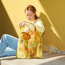 Bolsas de tela reusables con obras de arte estampadas