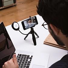 Trípode para selfies y videollamadas con luz