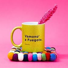 Taza de purpurina con mensaje de reggaeton Vamono a fuegote