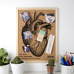 Mini tablero de corcho con un corazón serigrafiado