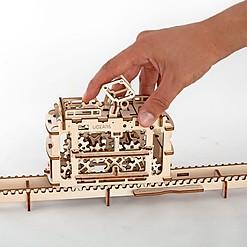 Kit para construir un tranvía con raíles mecánico de madera