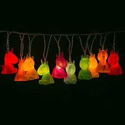Guirnalda de luces con forma de unicornios de colores
