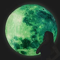 Luna Gigante que Brilla en la Oscuridad