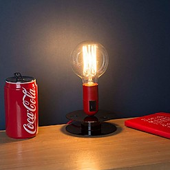 Lámpara de mesa en forma de bobina