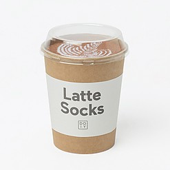 Calcetines originales en vaso de papel con caffè latte
