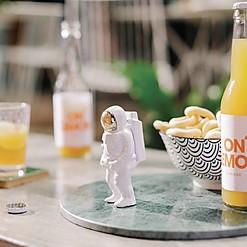 Abrebotellas original con forma de astronauta