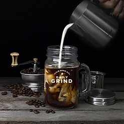 Cafetera para infusionar café en frío con molinillo