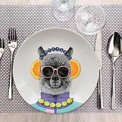 Platos de diseño con una cacatúa o una alpaca estampadas