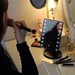 Espejo de mesa para maquillarse con iluminación LED