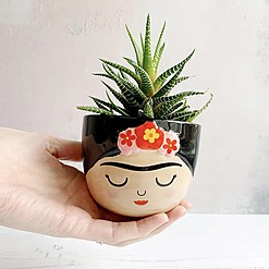 Maceta con forma de Frida Kahlo en tamaño mini