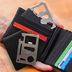 Multiherramienta compacta en forma de tarjeta.