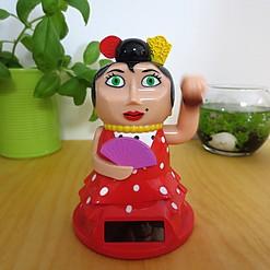 Lola Personette: la muñequita flamenca con fusión oriental