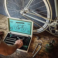 Juego de herramientas para reparar la bicicleta