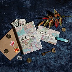 Set de viaje con mapamundi retro impreso