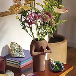 Jarrón de cerámica con forma de namasté