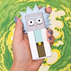 Batería portátil con forma de Rick o de Morty