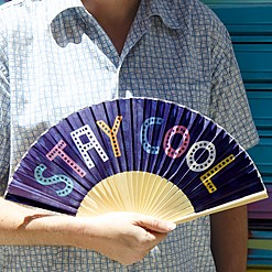 Abanico original con mensaje Stay Cool