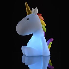Pequeña luz de noche con forma de unicornio