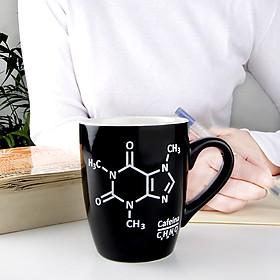 Taza para cafeinómanos con la molécula del café