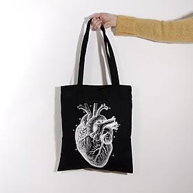 Tote bag con un corazón anatómico