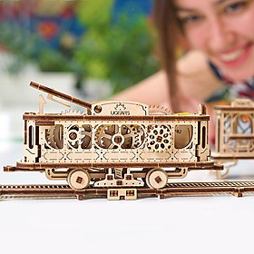 Kit para construir un tranvía mecánico de madera