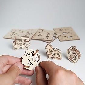 Pequeñas Figuras de Madera para Montar de Ugears