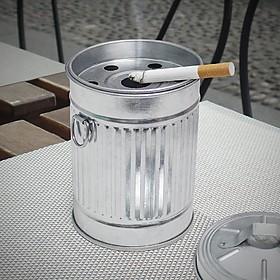 Cenicero original con forma de cubo de basura metálico