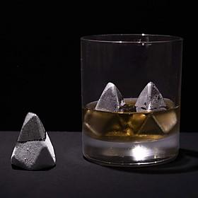Cubitos de hielo metálicos en forma de iceberg