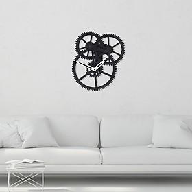 Reloj de pared con engranajes a la vista