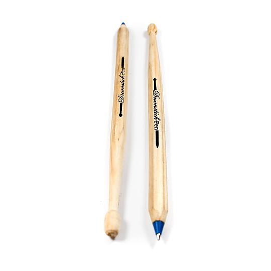 Son de madera y escriben en tinta azul