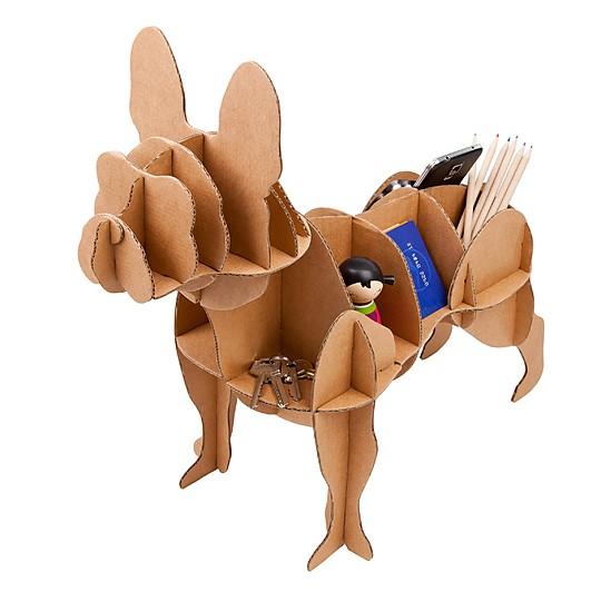 Un mueble auxiliar de cartón con forma de bulldog francés