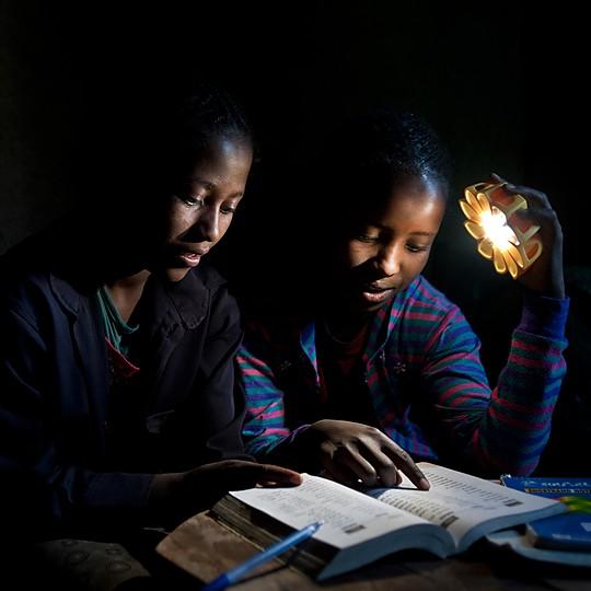 Proporciona luz limpia allí donde no hay electricidad